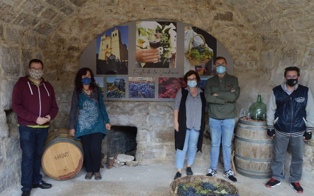 Los arcos de la Catedral del Vino acogen la exposición sobre la Historia, vinos y Bodegas de Cigales