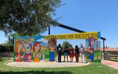 Cigales inaugura un mural de los ilustradores Jorge Consuegra y Alberto Sobrino